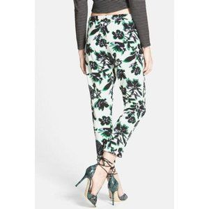 RULES OF ETIQUETTE Floral Print Tapered Crop Pants